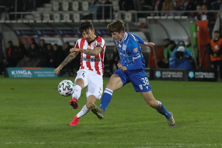 Lech Poznań w 22. kolejce PKO BP Ekstraklasy przegrał na stadionie przy ul. Kałuży z Cracovią 1:2. Oto pięć wniosków po niedzielnym meczu.Czytaj dalej