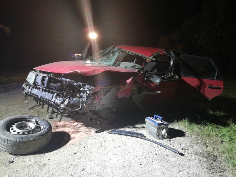 W poniedziałek, 1 października, o godzinie 19:18 augustowscy strażacy zostali powiadomieni o zderzeniu samochodu osobowego z przyczepą ciągnika rolniczego
