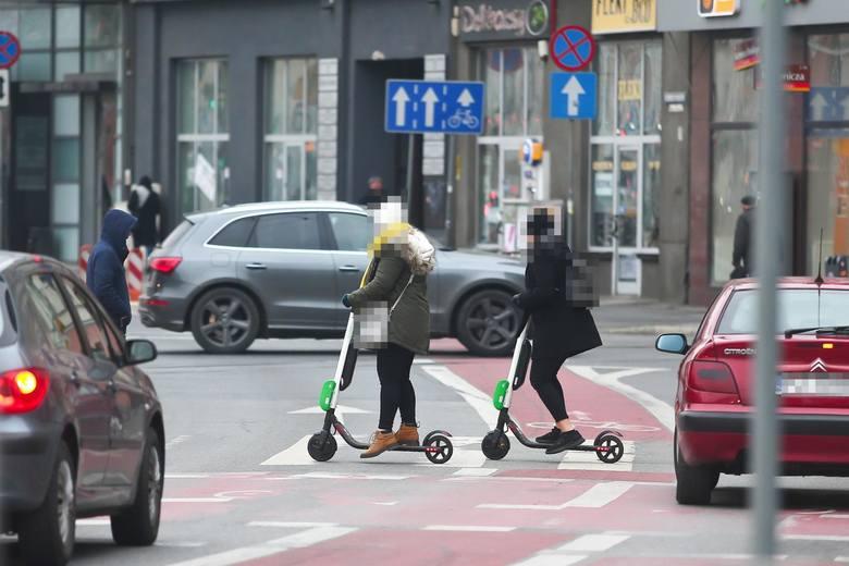 E- hulajnogą trzeba będzie się poruszać po ścieżkach rowerowych z prędkością nie przekraczającą 25 km/h.