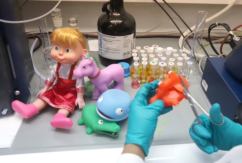 Znamy wyniki raportu Urzędu Ochrony Konkurencji i Konsumentów na temat zabawek w polskich sklepach. Jakość towarów przeznaczonych specjalnie dla dzieci