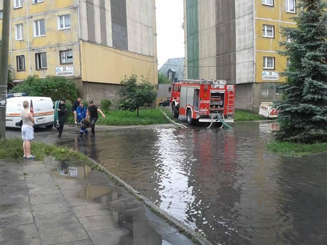 Burza i zalane osiedle przy ul. Zgrzebnioka w Rudzie Śląskiej