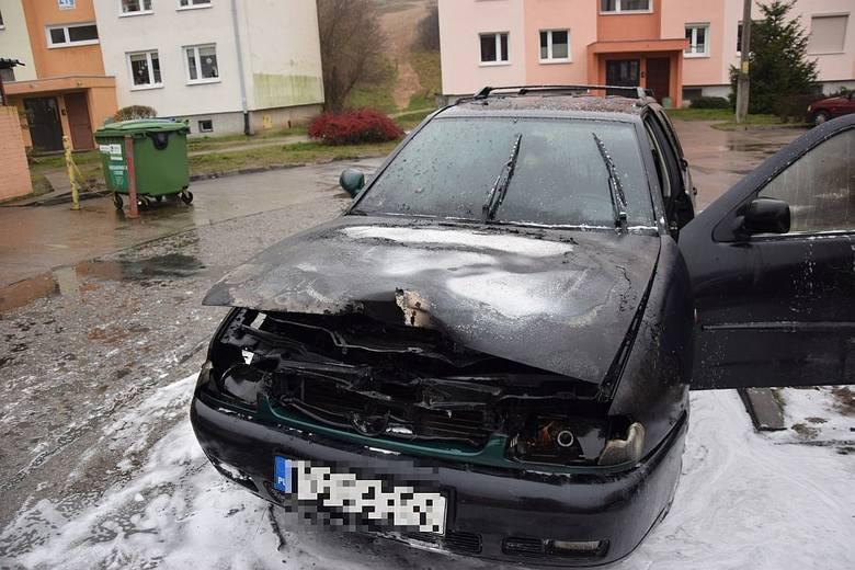 Około godz. 9.30 w poniedziałek 21 grudnia na Placu Słonecznym w Gorzowie zapalił się volkswagen polo. Kierowcy, który prowadził osobówkę, nic się nie