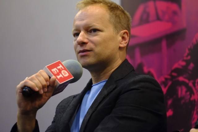 Aktor prywatnie jest związany z Katarzyną Błażejewską-Stuhr, z którą ma syna Tadeusza. Para mieszka razem w pięknym domu w Warszawie.
