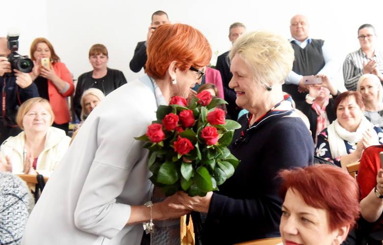 W poniedziałek w budynku po byłym liceum odbyło się uroczyste otwarcie Dziennego Domu Senior+ w Czerwieńsku. W uroczystości, oprócz burmistrza Piotra