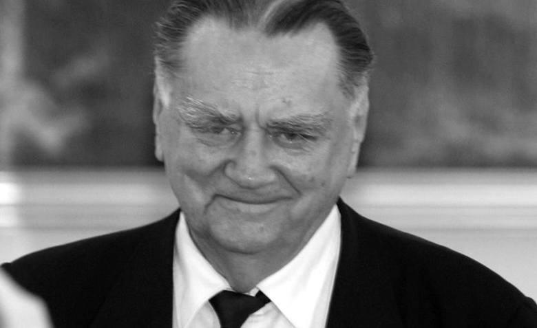 Urodzony w 1930 r.Polski polityk, adwokat i publicysta. Podczas II wojny światowej walczył w Szarych Szeregach i uczestniczył w powstaniu warszawskim.