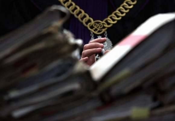 Słupski sąd skazał oszusta podającego się za naukowca.