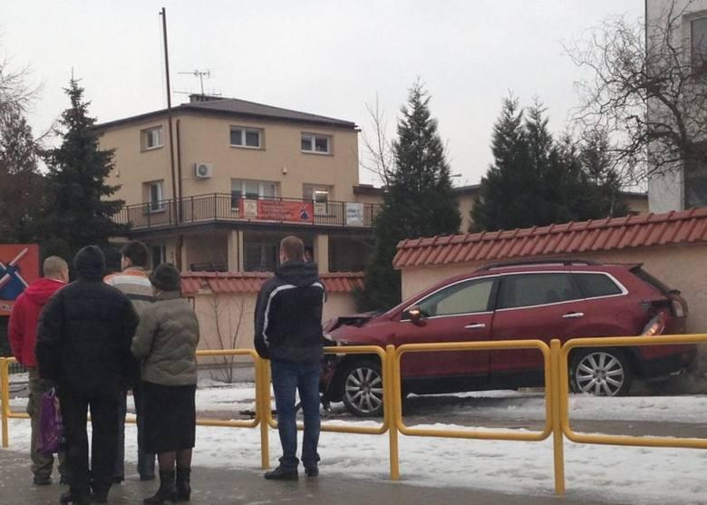 Raginisa: Wypadek. Pijany policjant miał promil alkoholu we krwi. Usłyszał zarzuty (zdjęcia)