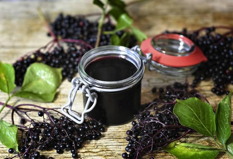 Sok z owoców dzikiego czarnego bzu