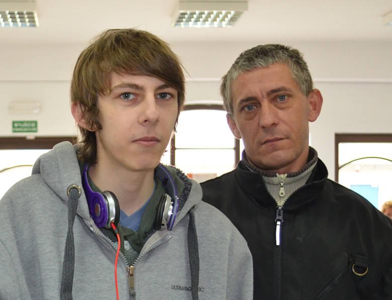Marcin Sitkowski z ojcem. Chłopak wciąż ma problemy z płucami.