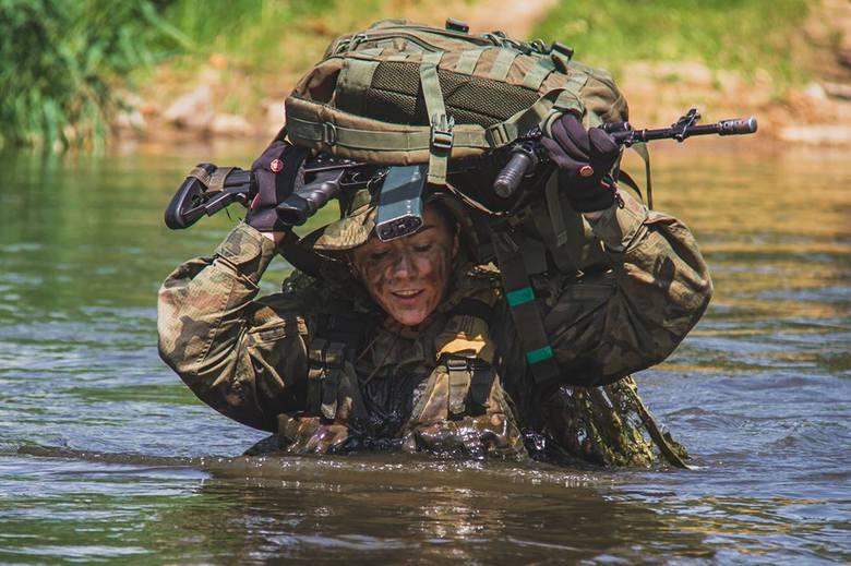 Wielu osobom wojsko kojarzy się z żołnierzami. A przecież są jeszcze one: kobiety, które wybrały mundur. 17 Wielkopolska Brygada Zmechanizowana pochwaliła