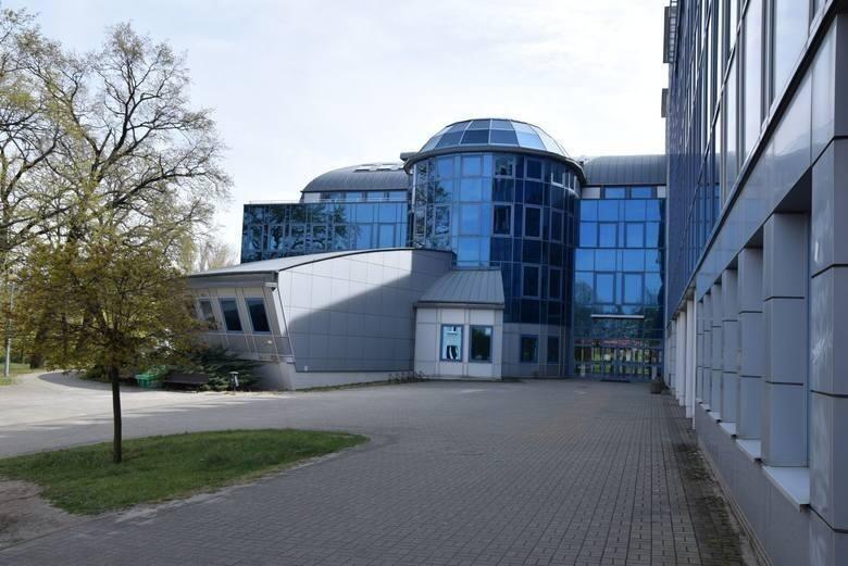 Uniwersytet Zielonogórski jest największą państwową uczelnią w województwie lubuskim. Tradycje akademickie w Winnym Grodzie sięgają 1965 roku, kiedy