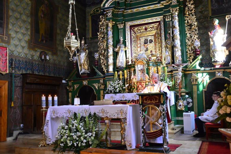 Parafia św. Marcina w WiśniowejW kościele mogą znajdować się jednocześnie maksymalnie 22 osoby.