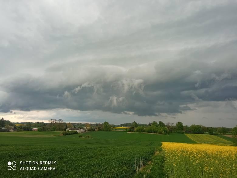 Ciemne chmury nad województwem lubelskim. Zapowiadało się burzowo! Zobacz genialne zdjęcia naszych Czytelników
