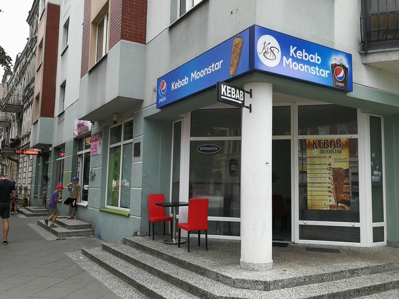 Na ławie oskarżonych w Sądzie Okręgowym w Toruniu zasiądzie trzech mężczyzn: Michał W. i Patryk S. (po 21 lat) oraz recydywista Łukasz P. (33 lata).
