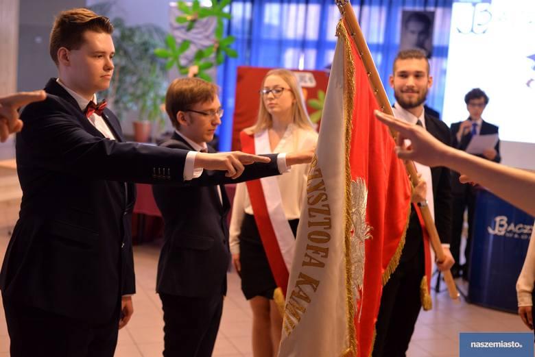 Wideo: Zakończenie roku szkolnego 2017/18 maturzystów w IV LO im. K.K. Baczyńskiego we Włocławku
