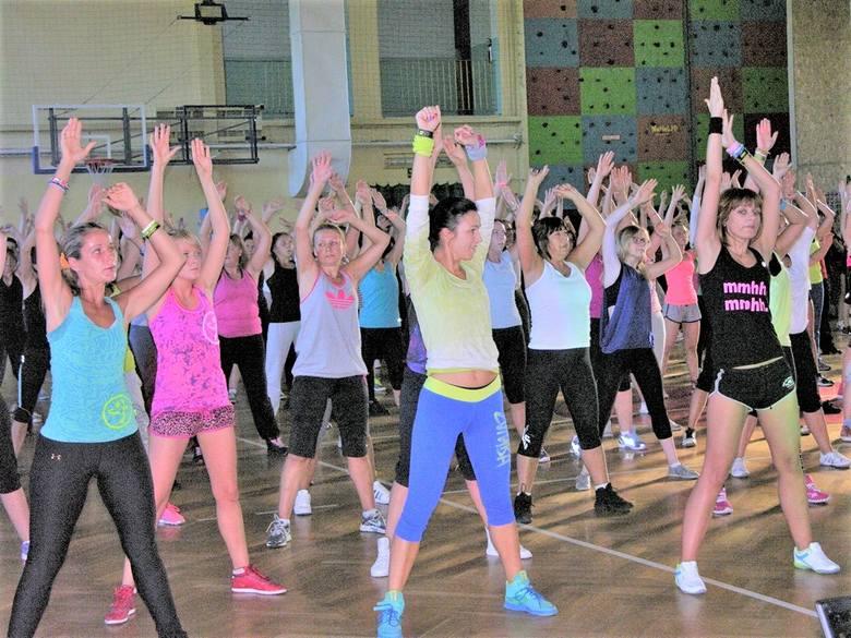 Skierniewiczanki od lat ćwiczą dla swojego zdrowia i urody. Być może stąd się bierze popularność fitness clubów, które w Skierniewicach wyrastają jak grzyby po deszczu. Rezultaty widać gołym okiem na ulicach, zwłaszcza podczas słonecznego lata, które właśnie się zaczyna.