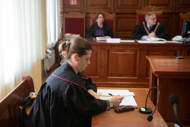 """Sprawą gwałtów """"Ramzesa"""" zajmowała się przed laty m.in. poznańska prokurator Agnieszka Nowicka. Ostatecznie uznała, że nie ma podstaw do oskarżenia """"Ramzesa"""" w tym właśnie wątku. Potem innego zdania byli prokuratorzy z Warszawy i Zielonej Góry, jednak teraz poznański sąd umorzył sprawę gwałtów. Z..."""