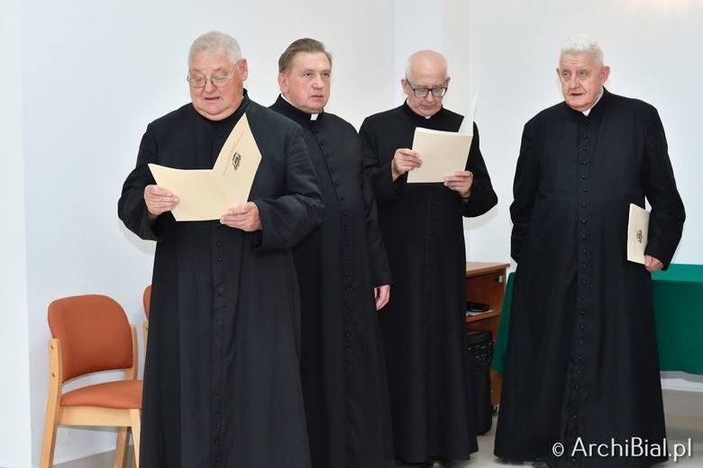 Duże zmiany w Archidiecezji Białostockiej. Abp Tadeusz Wojda powołał nowych proboszczów, wręczył inne nominacje oraz przeniósł duchownych na emerytu