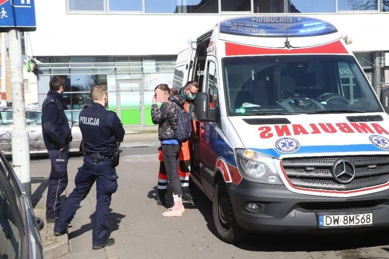 Wrocław: Kobieta wypadła z okna schodząc po prześcieradle (ZDJĘCIA)