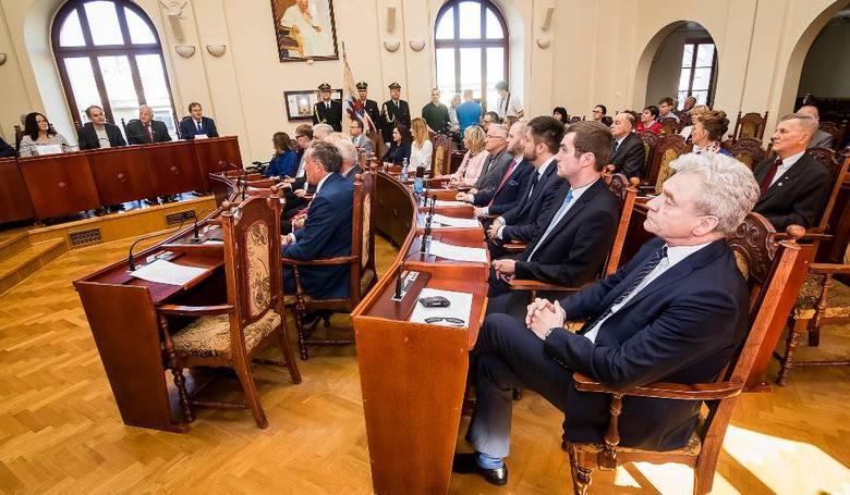 Szesnaście mandatów dla Koalicji Obywatelskiej w Radzie Miasta Bydgoszczy pozwoli rządzić jej samodzielnie. 11 mandatów przypadło Prawu i Sprawiedliwości,