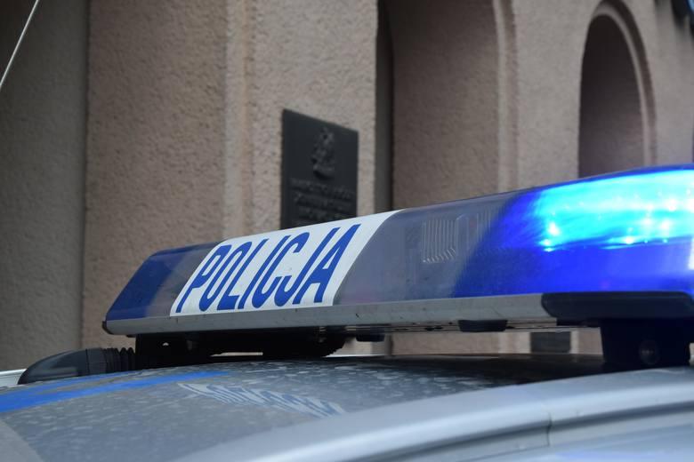 Uwaga, zboczeniec! Półnagi kierowca białej skody zaczepia kobiety w gminie Trzebownisko