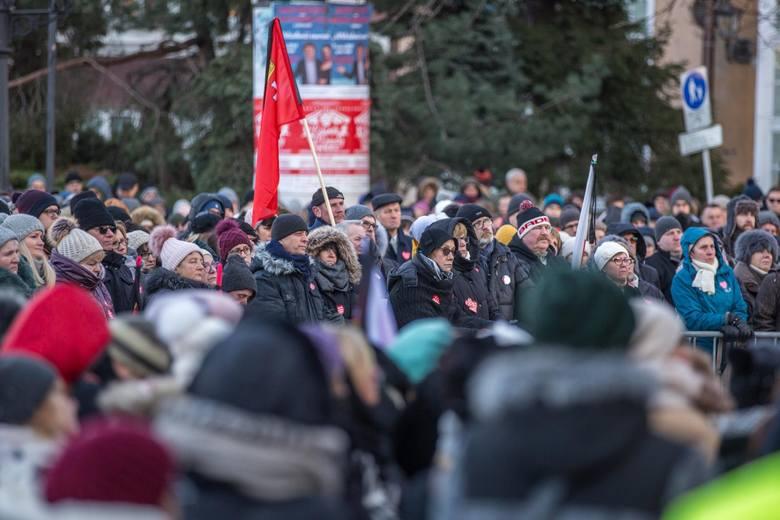 Pogrzeb Pawła Adamowicza 19.01.2019 - transmisja, relacja. Gdańsk pogrążony w żałobie. Tłumy gdańszczan żegnają prezydenta