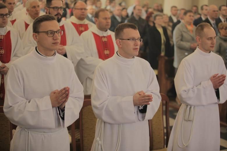 Nowi diakoni złożyli na ręce ordynariusza diecezji ełckiej przyrzeczenie wierności Kościołowi oraz posłuszeństwa biskupowi innego następcom, oraz śluby