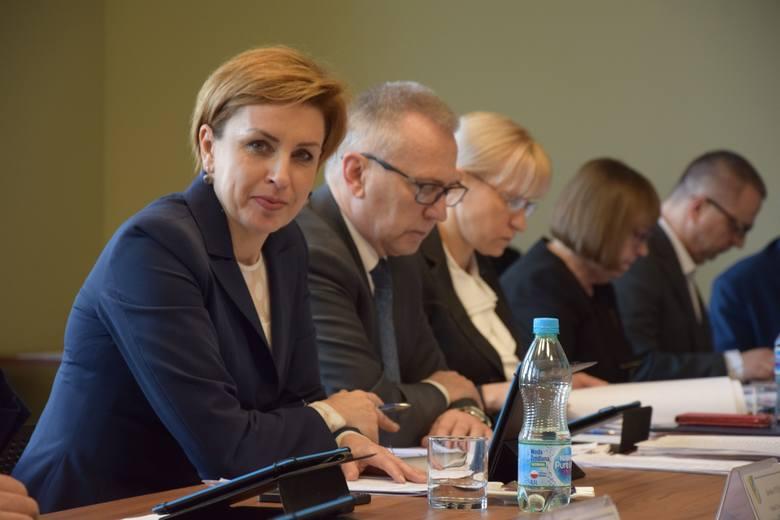 Sesja rady powiatu nowosolskiego, 22 lutego 2019 r.<br /> Sylwia Wojtasik<br /> Waldemar Wrześniak<br /> Iwona Brzozowska