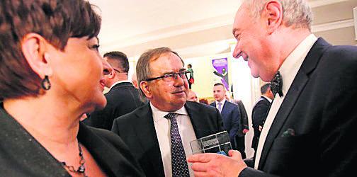 Państwo Klimkowie (prof. Jan Klimek, prezes izby rzemieślniczej) wraz z Tadeuszem Donocikiem, prezesem izby gospodarczej