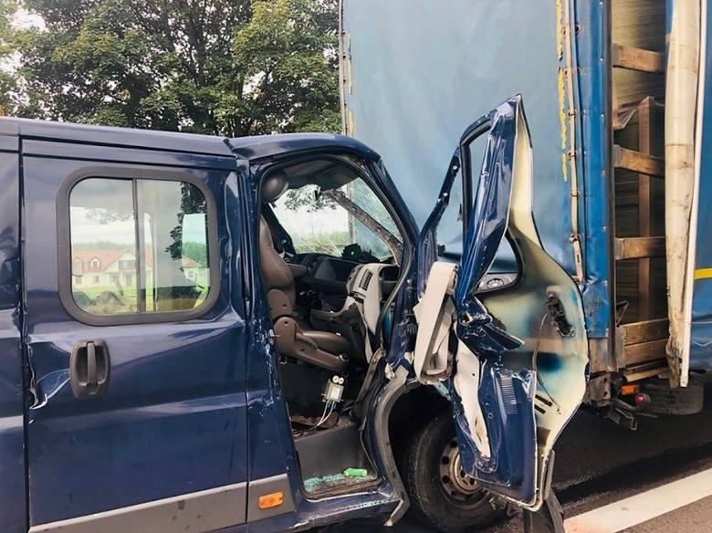 W szpitalu zmarł pasażer lawety, który z wielką siłą uderzyła w tył ciężarówki na drodze nr 92 w okolicach Mostek (powiat świebodziński). Informację