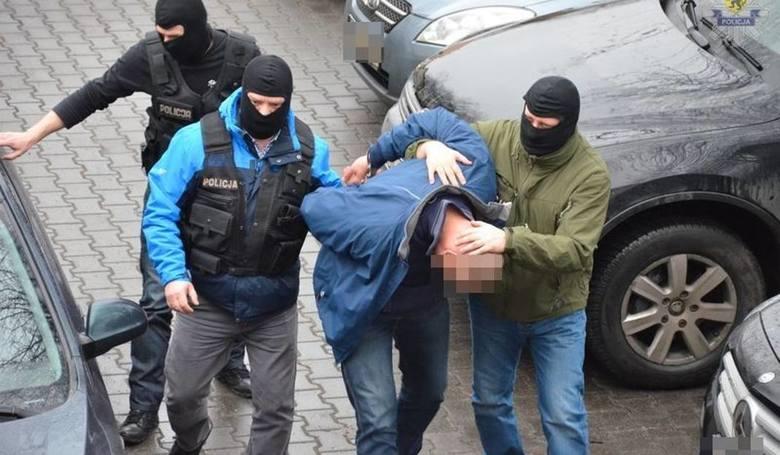 19 zatrzymanych osób usłyszało zarzuty związane z obrotem dopalaczami bądź przygotowaniem do obrotu. Grozi za to kara do 8 lat pozbawienia wolności