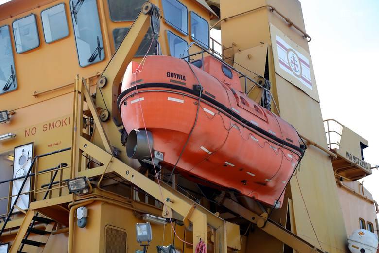 Akademia Morska z partnerami testowała zaporę olejową przy Wałach Chrobrego