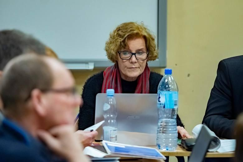 Na początku marca P. Sowa został usunięty z zarządu osiedla. Kilkanaście dni później odbyły się wybory do rad osiedli, w których ekipa radnego zdobyła wszystkie mandaty. Tym samym do jednostki pomocniczej nie weszła A. Wachowska-Kucharska.