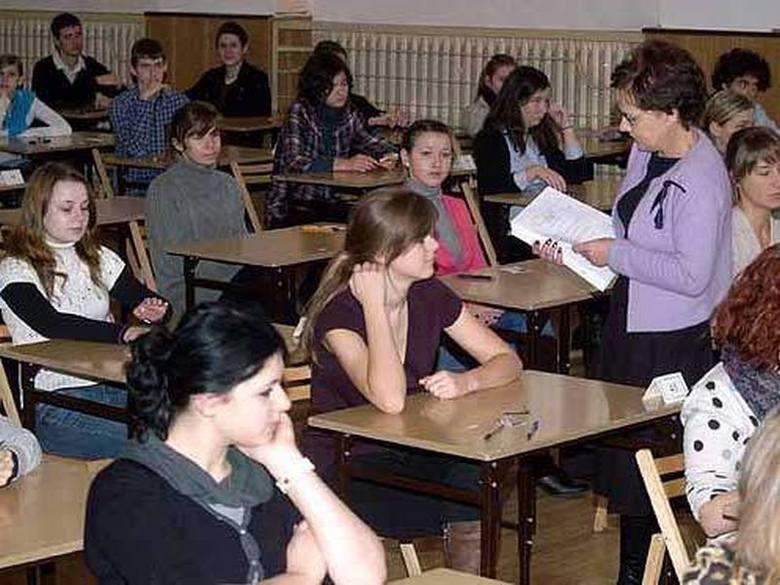 Uczniowie zdawali dzisiaj próbny egzamin dojrzałości.