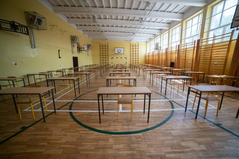 Szkoły przygotowują się do przeprowadzenia matur, które w tym roku rozpoczną się 8 czerwca. Zgodnie z zaleceniami GIS w salach będzie obowiązywał limit