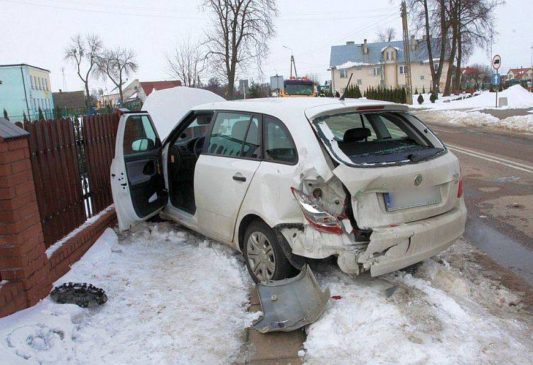 Kierująca skodą 30-latka była ranna. Po wypadku została zabrana do szpitala