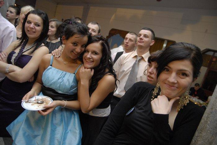 Zobaczcie jak kilka szkół ze Słupska bawiło się na imprezach studniówkowych 10 lat temu.
