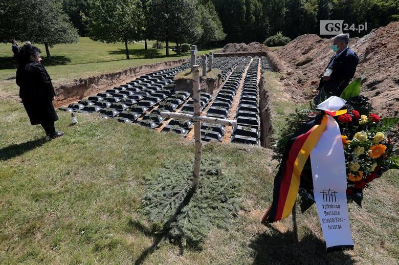 Glinna. Symboliczny pogrzeb tysiąca żołnierzy i ofiar cywilnych II wojny światowej. Poruszające zdjęcia