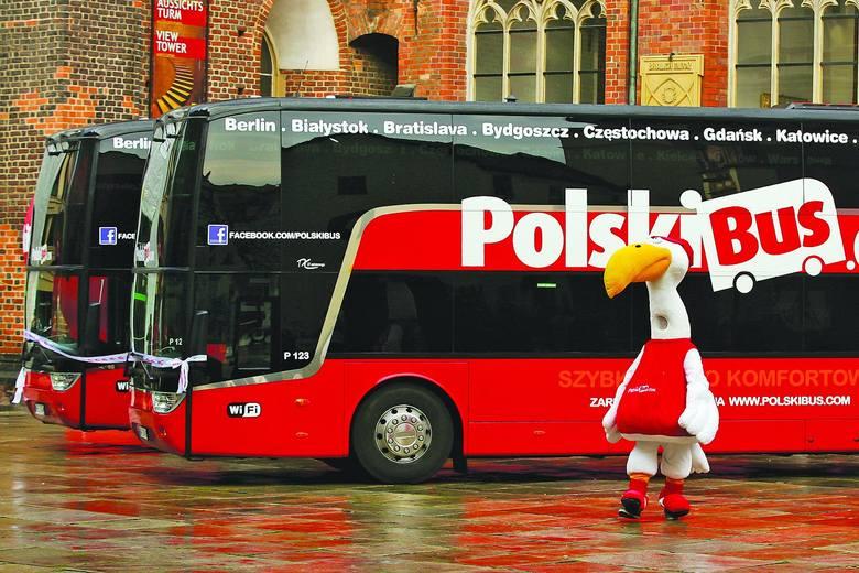 Polski BusKoszt przejazdu:  jeśli ktoś ma szczęście, to może pokonać tę trasę za jedyne 2 złote, bo i takie promocje można napotkać u tego przewoźnika.
