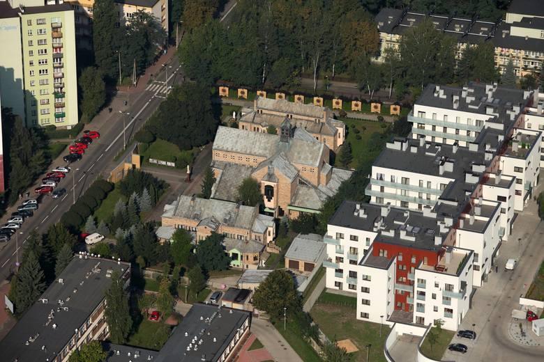 Parafia pw. Miłosierdzia Bożego w Sosnowcu jest jedną z najmłodszych w mieście. Ustanowiono ją w 1985 roku, zaś budowę kościoła przy ul. Jagiellońskiej zakończono w 1994 roku.