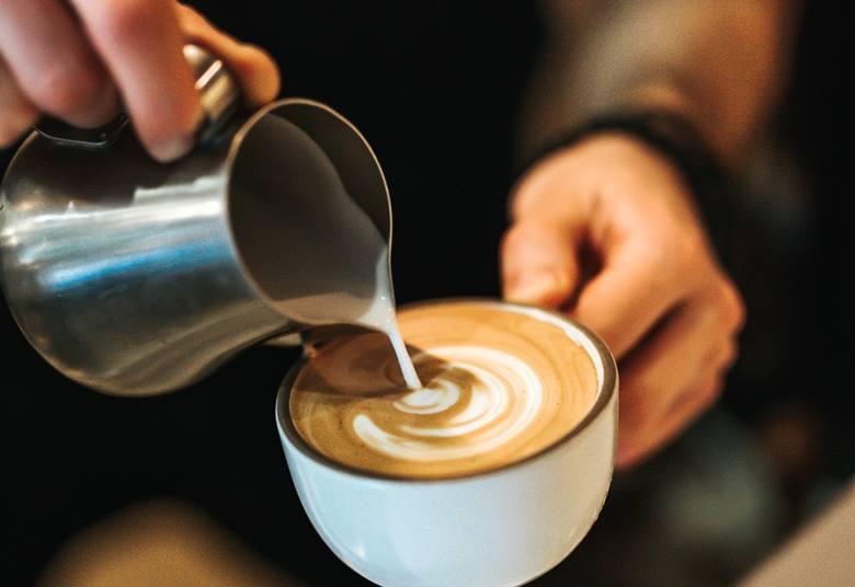 Pijecie kawę? Ona zmienia wasz organizm bardziej niż myślicie. Oto skutki jej picia