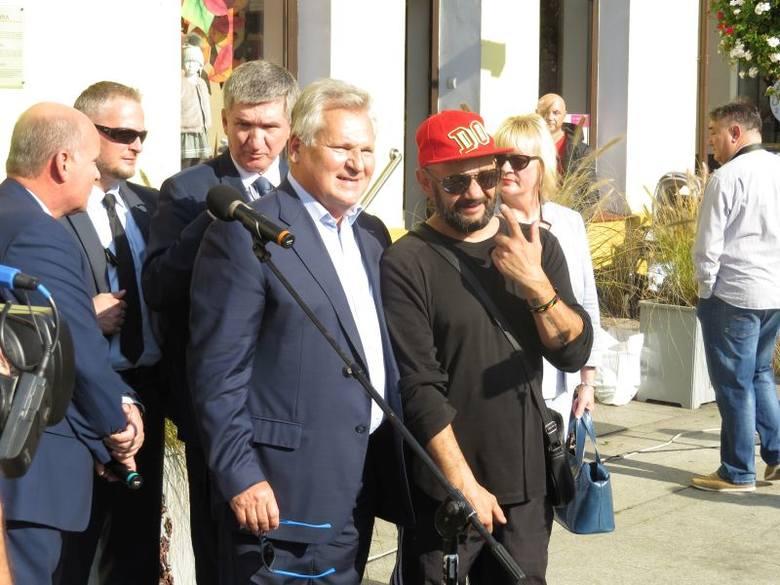 Prezydent RP w latach 1995-2005 odwiedził dziś Brodnicę. Zwiedził centrum miasta, chętnie pozował do zdjęć z mieszkańcami. Wspominał swoją poprzednią