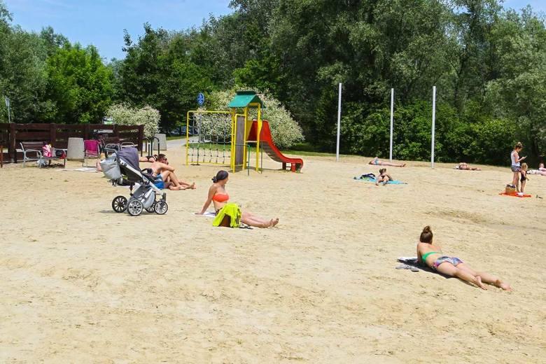 Niebawem stratuje sezon na rzeszowskiej Żwirowni, ale słońce już przyciąga plażowiczów na kąpielisko.
