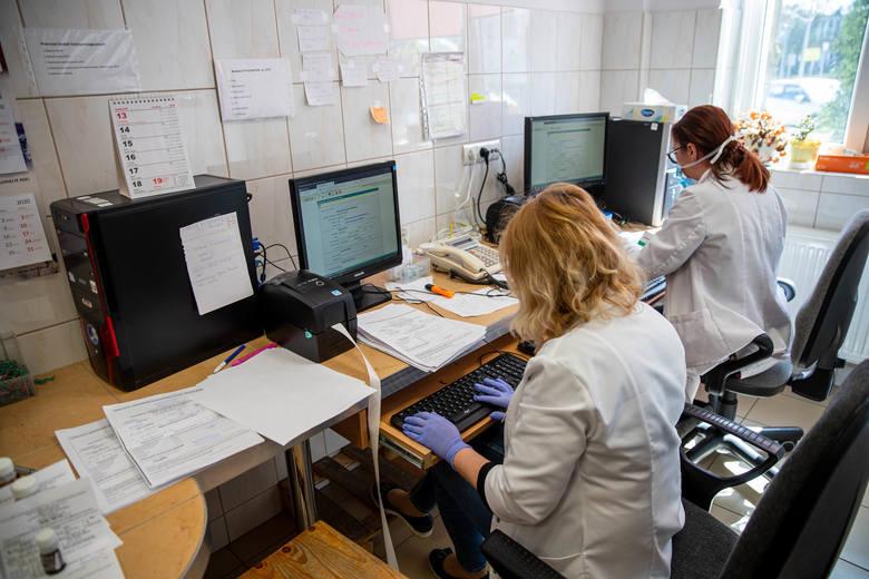 Laboratorium UMB wykrywa koronawirusa. W ciągu miesiąca zbadało 7,5 tys. próbek