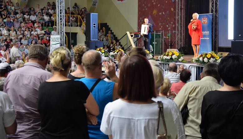 Podczas tegorocznej Inowrocławskiej Wystawy Gospodarczej nie mogło zabraknąć koncertu gwiazdy. Na scenie w hali widowiskowo-sportowej swoje największe