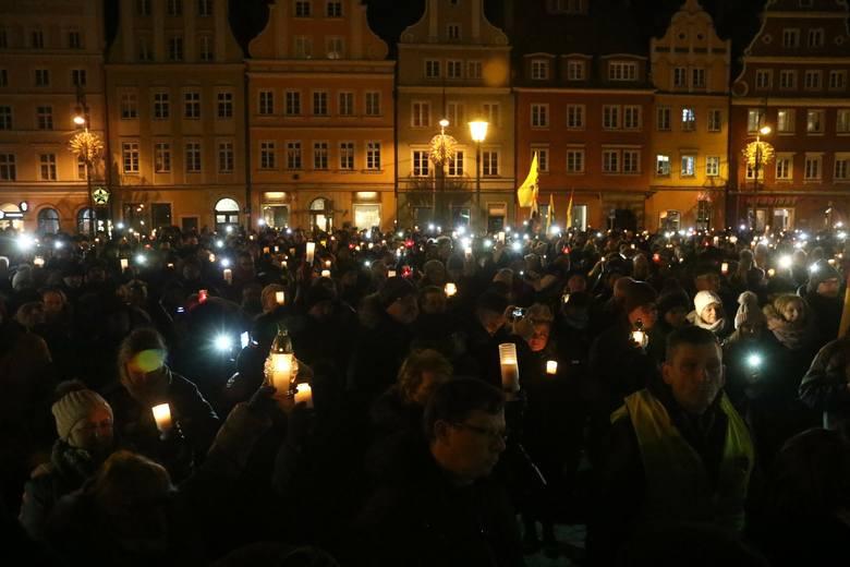 Ku pamięci Pawła Adamowicza. Wrocławski marsz milczenia (ZDJĘCIA)