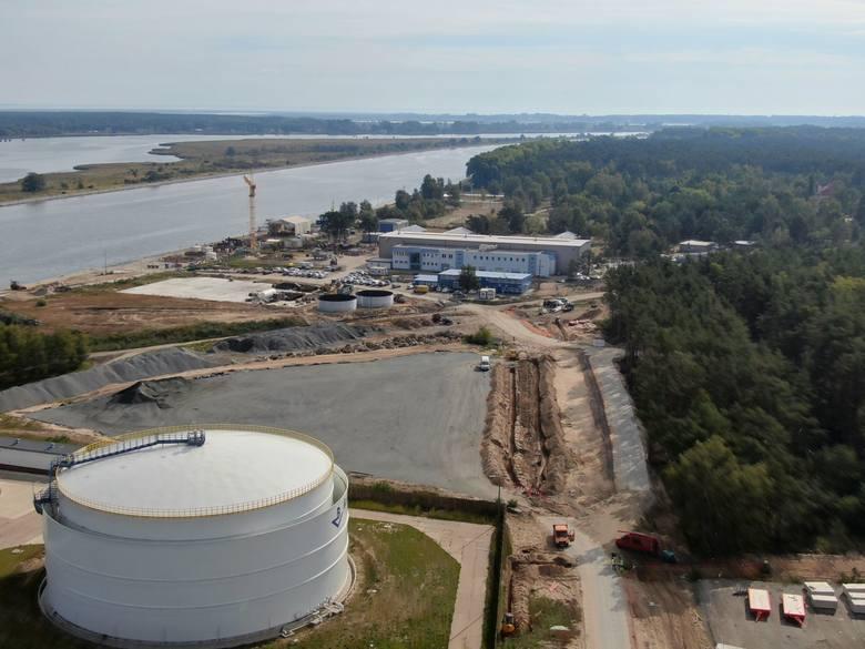 Zdjęcia z powietrza placu budowy tunelu w Świnoujściu na wyspach Uznam i Wolin