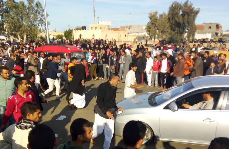 Egipt: Zamach w meczecie w Bir al-Abed na Synaju. Co najmniej 235 ofiar śmiertelnych i 100 rannych