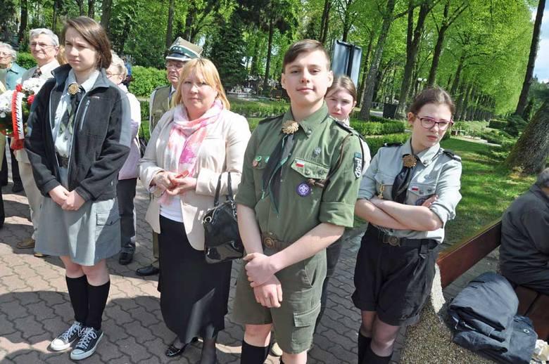 Kwiaty złożono także na grobie alianckich lotników i pod pomnikiem żołnierzy Armii Krajowej.