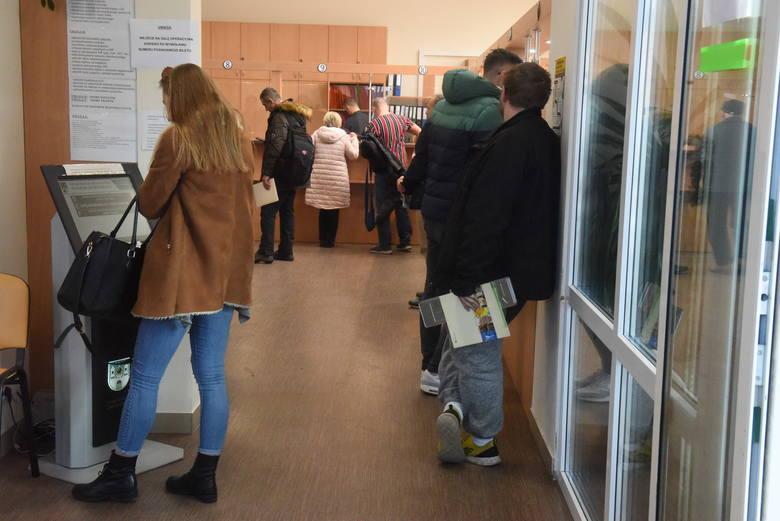 Wydział Komunikacji w Zielonej Górze (zdjęcia sprzed epidemii koronawirusa w Polsce).